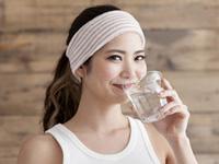 水を飲む画像
